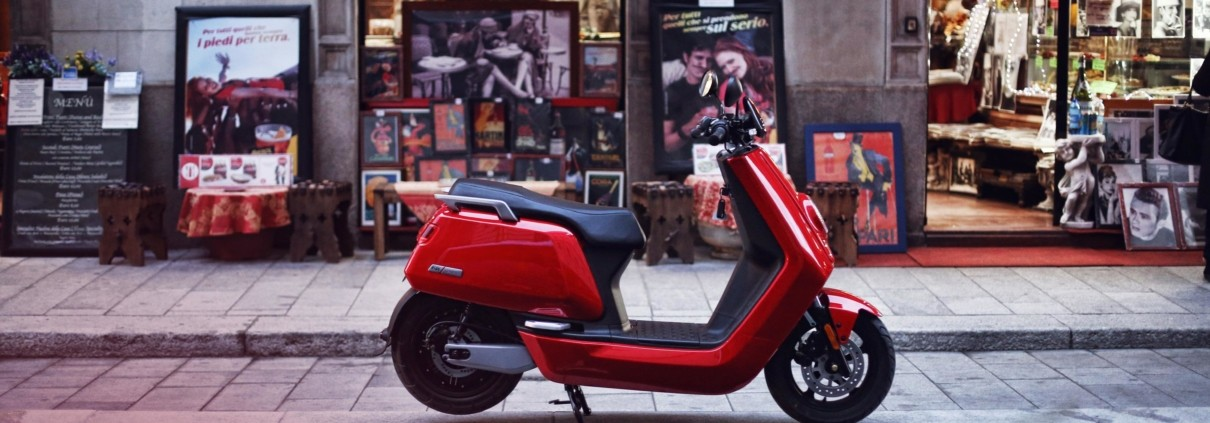 NIU scooter rouge